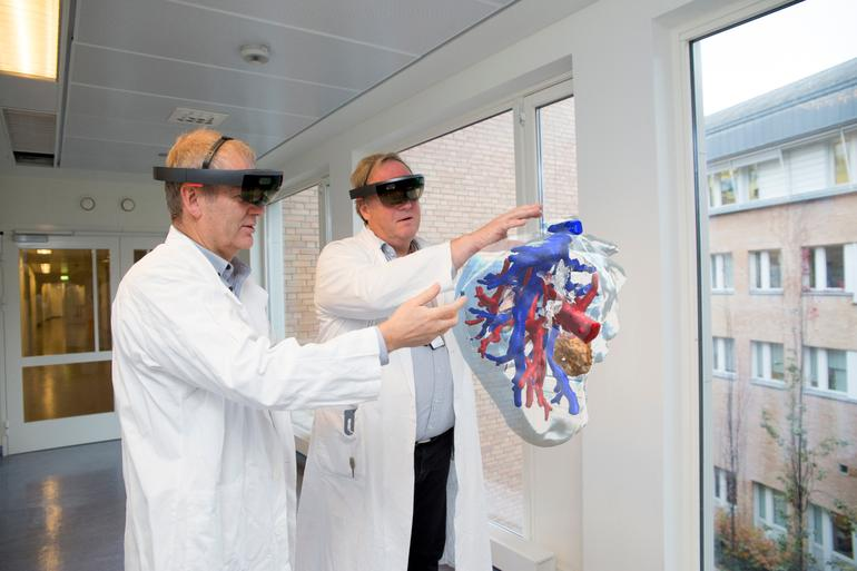 How Microsoft's HoloLens is Changing Medicine—and Surgery